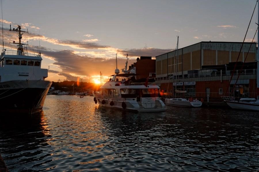 Bild: Abendstimmung im Hafen von Kalmar in der historischen Provinz Småland. NIKON D700 und AF-S NIKKOR 24-120 mm 1:4G ED VR.