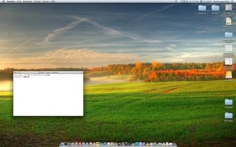 """Bild: Mit dem Befehl """"diskutil list"""" im Terminal können Sie die eingehängte Festplatte Ihres Mac feststellen und diese mit dem Befehl """"diskutil cs convert /dev/[Partition] -passphrase [passwort] verschlüsseln."""