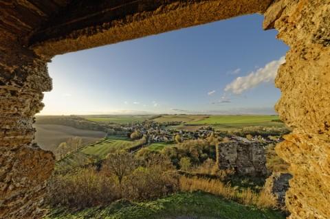 Bild: Mit einem extremen Weitwinkelobjektiv wie dem SIGMA 12-24 mm F4,5-5,6 II DG HSM lassen sich Fotos mit atemberaubender Perspektive machen. Auf der Burg Arnstein im Unterharz.