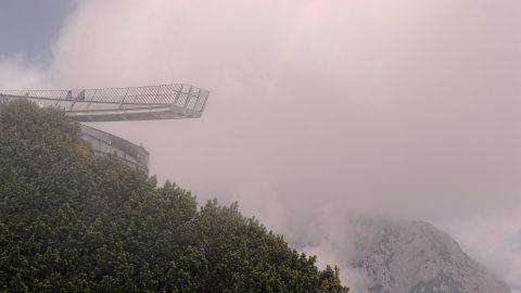 Bild: Die imposanten Aussichtsplattformen AlspiX unterhalb der Alpspitze - für schwindelfreie Genießer. NIKON D700 mit TAMRON SP 24-70mm F/2.8 Di VC USD. ISO 200 ¦ f/7,1 ¦ 50 mm ¦ 1/400 s ¦ kein Blitz. Klicken Sie auf das Bild um es zu vergrößern.