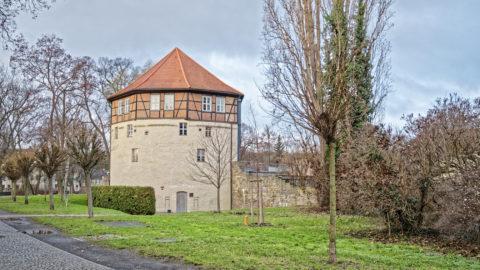 Bild: Aschersleben -das Rondell war einer der Türme der mittelalterlichen Stadtmauer. OLYMPUS PEN-F und LEICA DG SUMMILUX 1.7 / 15mm. ISO 200 ¦ f/7.1 ¦ 15 mm ¦ 1/25 s ¦ kein Blitz.