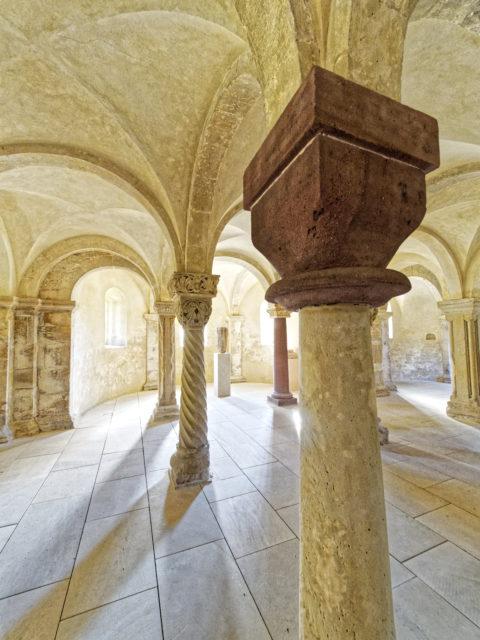 Bild: In der Krypta der Kirche der Konradsburg bei Ermsleben (Stadt Falkenstein im Harz) im Unterharz. Klicken Sie auf das Bild um es zu vergrößern.