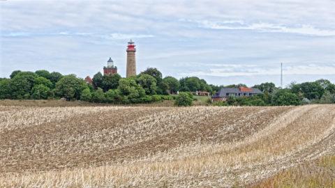 Bild: Die beiden Leuchttürme auf dem Kap Arkona auf der Insel Rügen. Klicken Sie auf das Bild um es zu vergrößern.