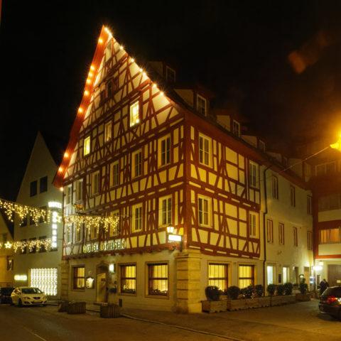 Bild: Blaubeuren Altstadt. Das Hotel Ochsen ist für seine ausgezeichnete schwäbische Küche bekannt. Klicken Sie auf das Bild um es zu vergrößern.