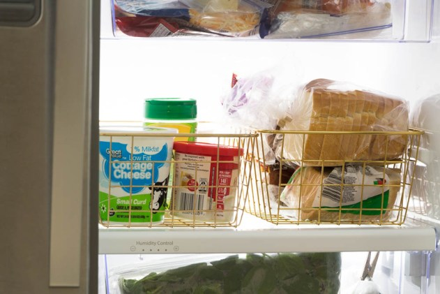 How to organize your fridge, how to organize your fridge ideas, fridge organization, refrigerator organization, how to organize your refrigerator, organized fridge, organized fridge side by side