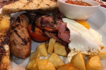 Red Lion UAB - Full English Breakfast