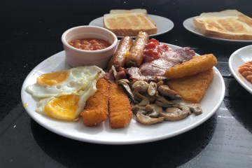 Crusty Cottage - Full English Breakfast served