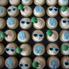 decorating birthday cupcakes