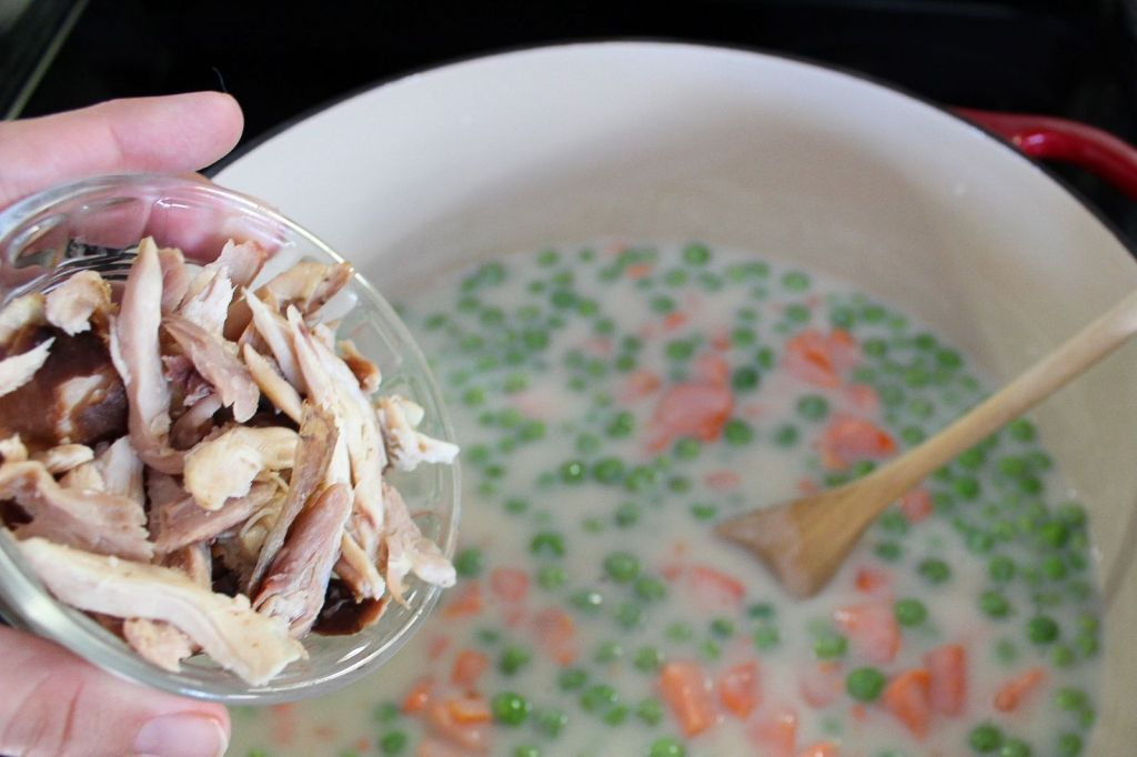add shredded chicken to peas and carrots pot pie mixture 1