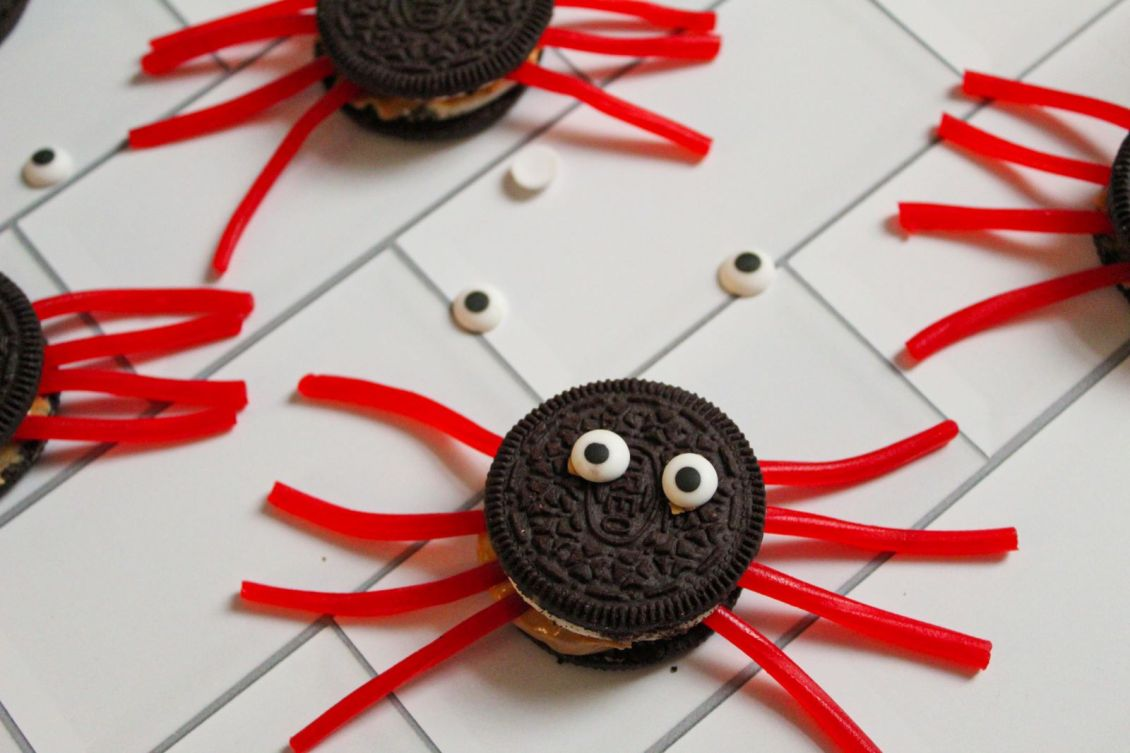 Oreo Spiders with Twizzler legs 1