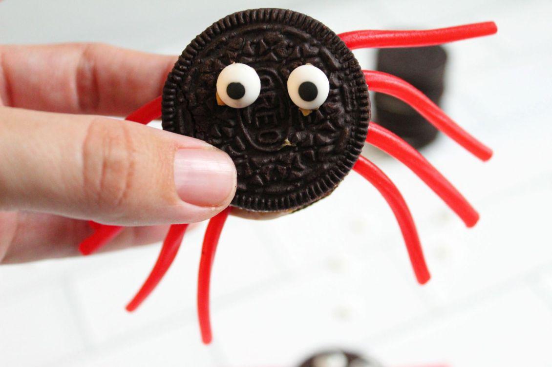 closeup Oreo cookie Halloween Spider Treat 1