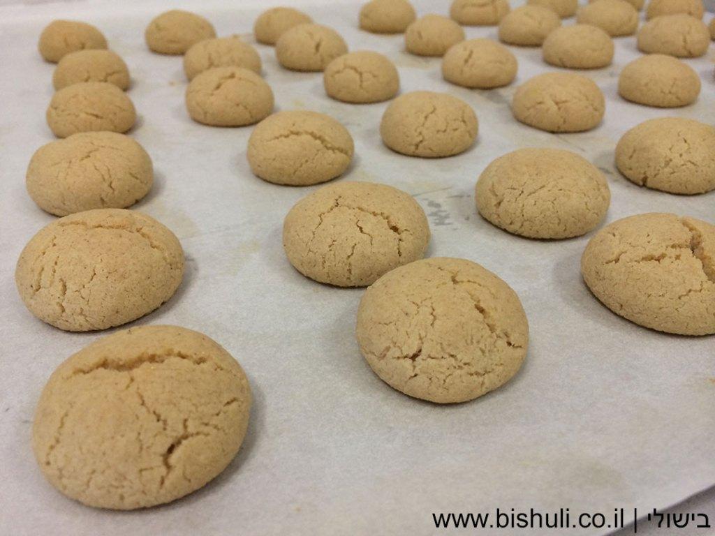 עוגיות טחינה - מבט מקרוב לאחר אפייה