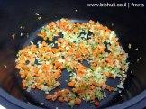 מרק ירקות - טיגון הירקות הקצוצים 2