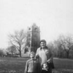 Familie am Bismarckturm 1958