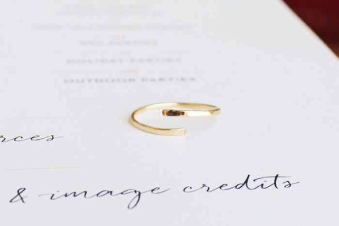 Ensemble: Delicate Gold Rings | Bisou du Jour
