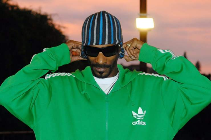 snoop dogg partners with virtual blockchain world sandbox rapper will recreate his mansion and drop nfts