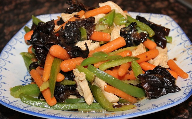 Stir fried earwood mushroom with chicken and vegetables