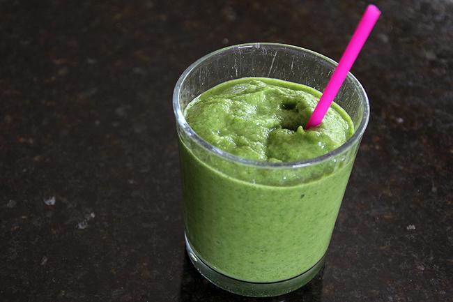 140428_mango spinach smoothie 2