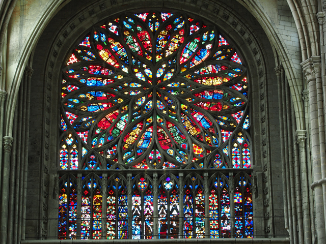 8 Stained_glass_windows_of_Amiens_Cathedral,_pic-004