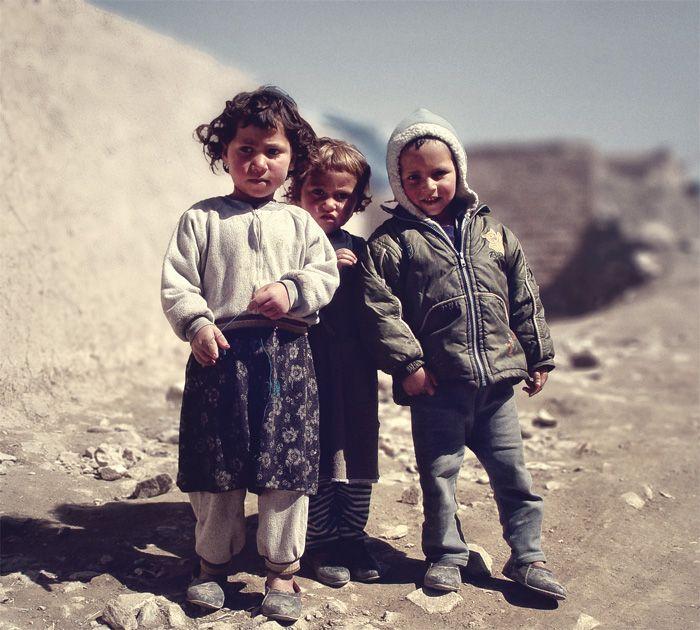 Foto: Flickr.com/Giant Humanitarian Robot, kršćanska i muslimanska djeca dječja molitva za mir u siriji