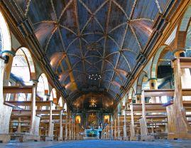 Crkva Gospe od Loreta je sagrađena 1740. godine u najvećem gradu na otoku Quinchao, kao najstarija crkva otočja Chiloé i prema tome najvrijednija. Prema predaji, njezina slika Gospe je ista ona koju je 1672. godine potkralj Perua darovao isusovcima u misiji Nahuel Huapi. Njezin toranj potječe iz obnove s početka 20. st.