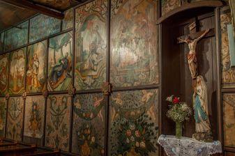 Oslikavanje kapele, na kojem je radilo više majstora, trajalo je od 1710. do 1759. godine. Najstariji je sloj iz 1699. godine uništen. Krilni oltar sv. Barbare (1679. godina) oslikan je prizorima iz života svetice i Muke Kristove.