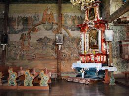 """Ova crkva je bogato oslikana s izvanrednim prizorima """"Posljednjeg suda"""" iz 15. stoljeća. U 18. stoljeću je opremljena drvenim namještajem i ponovno je oslikana."""