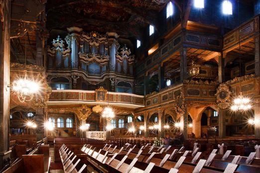Dvije stotine slika koje se nalaze u unutrašnjosti je naslikao Georg Flegel od 1671. do 1681. godine. Martin Schneider je izgradio oltar 1672., a J. Hoferichter iz Legnica (tada njemački Liegnitz) je 1664. godine napravio orgulje koje je Adolf Alexander Lummert zamijenio novima 1856. godine. Do tada je Jawor bio dijelom većinski luteranskog Pruskog Kraljevstva već skoro 100 godina. Nakon Potsdamskog sporazuma Jawor je ponovno postao dijelom većinski katoličke Poljske.