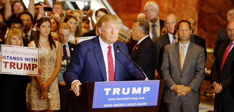 Donald Trump Signs_The_Pledge_04 (1) osnivač Playboya Hugh Hefner republikanska stranka pobjeda seksualne revolucije