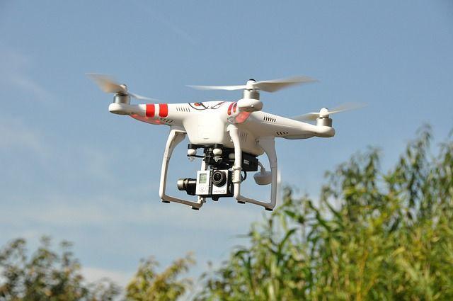 drone-1142182_640