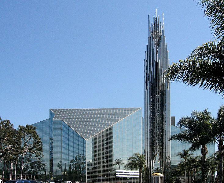 kristalna katedrala protestantska mega crkva postaje katolička katedrala
