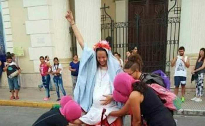 abortirala obučena u djevicu mariju argentina dan žena