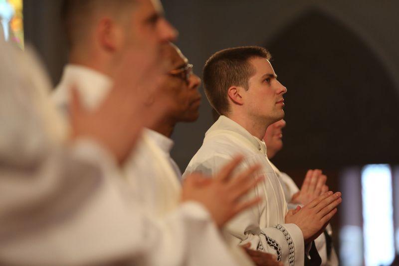šteta što ide za svećenika zašto biti svećenik svećenici