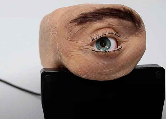 (VIDEO) They create a disturbing web camera that looks like a human eye that blinks and follows the user with its gaze