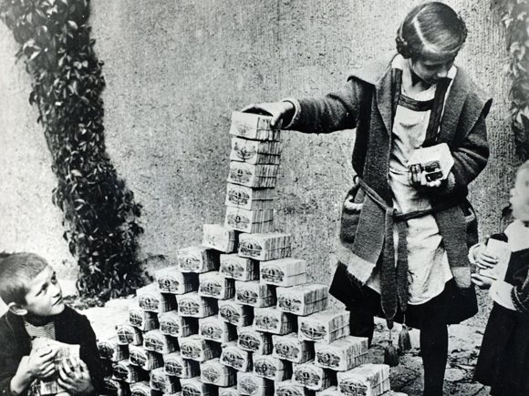 1 billion Bpengö or one milliard Bilpengö issued during the Hungarian hyperinflation in 1946