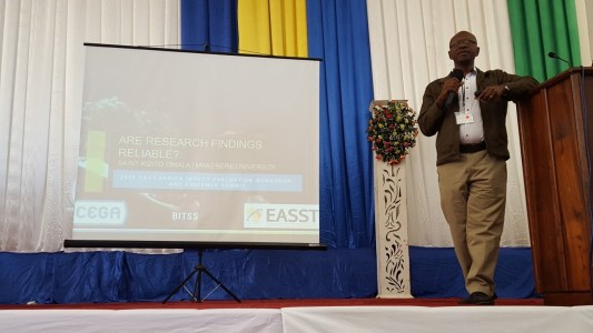 Below: Dr. Kizito Omala presents on the need for openness in academic research and publishing during the research transparency workshop that took place as part of the EASST 2016 Impact Evaluation Workshop and Evidence Summit.