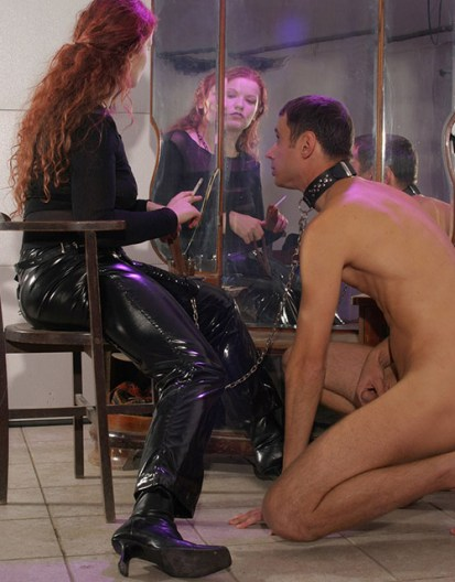 Gorgeous Redhead Mistress Lets Her collared male slave Cum on Her Shoes