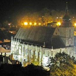 Primăria vrea să acceseze o finanţare de 2 milioane de euro pentru a reabilita curtea Bisericii Negre
