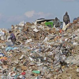 Proiectul de management al deșeurilor avansează în ritm de melc, la Brașov