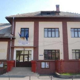 Licitația de peste 9 milioane de lei pentru reabilitarea inteligentă a două unități școlare din Brașov este blocată, după ce una dintre cele patru firme participante a contestat procedura
