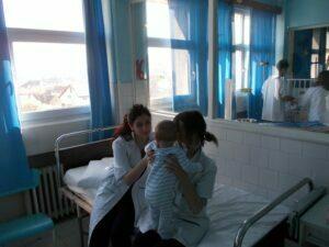 Tinerii liceeni voluntari la Spitalul de Copii
