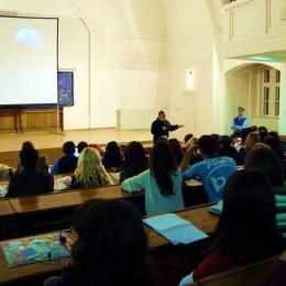 Caravana Guerilla Verde aduce filme cu mesaj ecologic în şcolile, liceele şi facultăţile braşovene