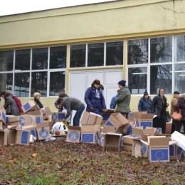 Peste 8.300 de cutii cu alimente europene mai sunt încă pe stoc, la Brașov