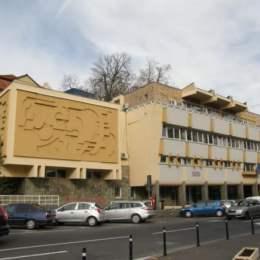 Peste 740 de joburi disponibile în oferta AJOFM Brașov. Se caută lucrători comerciali, casieri și spălători de vase