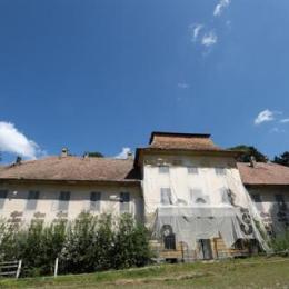 Abandonat de decenii, Castelul Brukenthal de la Sâmbăta poate redeveni o atracție a județului. Compania Națională de Investiții ar urma să-l restaureze