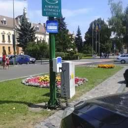 """Jurnaliștii de la """"Top Gear"""", impresionați de prizele din Brașov unde îți încarci mașina electrică gratuit"""