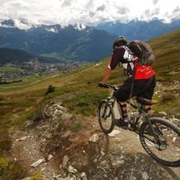 Proiectul de amenajare a unor trasee omologate de mountain-bike în Poiană a fost realizat. Se vor investi 500.000 de lei în 15 km de piste