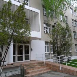 Școala specială din Brașov va plăti aproape 350.000 de lei pentru a le asigura masa elevilor
