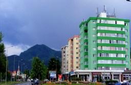 Locuințele din Brașov se tranzacționează la prețuri mai mari cu 5% decât valorile de evaluare