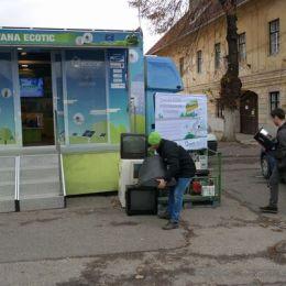 6,5 tone de deșeuri inteligente, adunate din cinci localități brașovene. De la jumătatea lunii, caravana DEEE va ajunge și în alte zone din județ